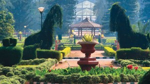 Banglore-Glasshouse_and_fountain_at_lalbagh