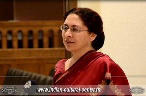 Ambasadorka Indije u Srbiji Narinder Čauhan prilkom otvaranja Festivala indijskog filma u Muzeju filmskog arhiva u Srbiji 2013.