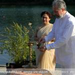 Ambasadorka Indije u Srbiji Narinder Čauhan i prof. dr Predrag Nikić prilkom otvaranja IV Međunarodnog festivala joge - Srbija 2013. na beogradskoj adi